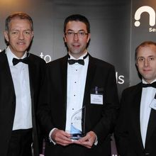 PragmatIC's chief operating officer, Richard Price, receiving the NMI Award